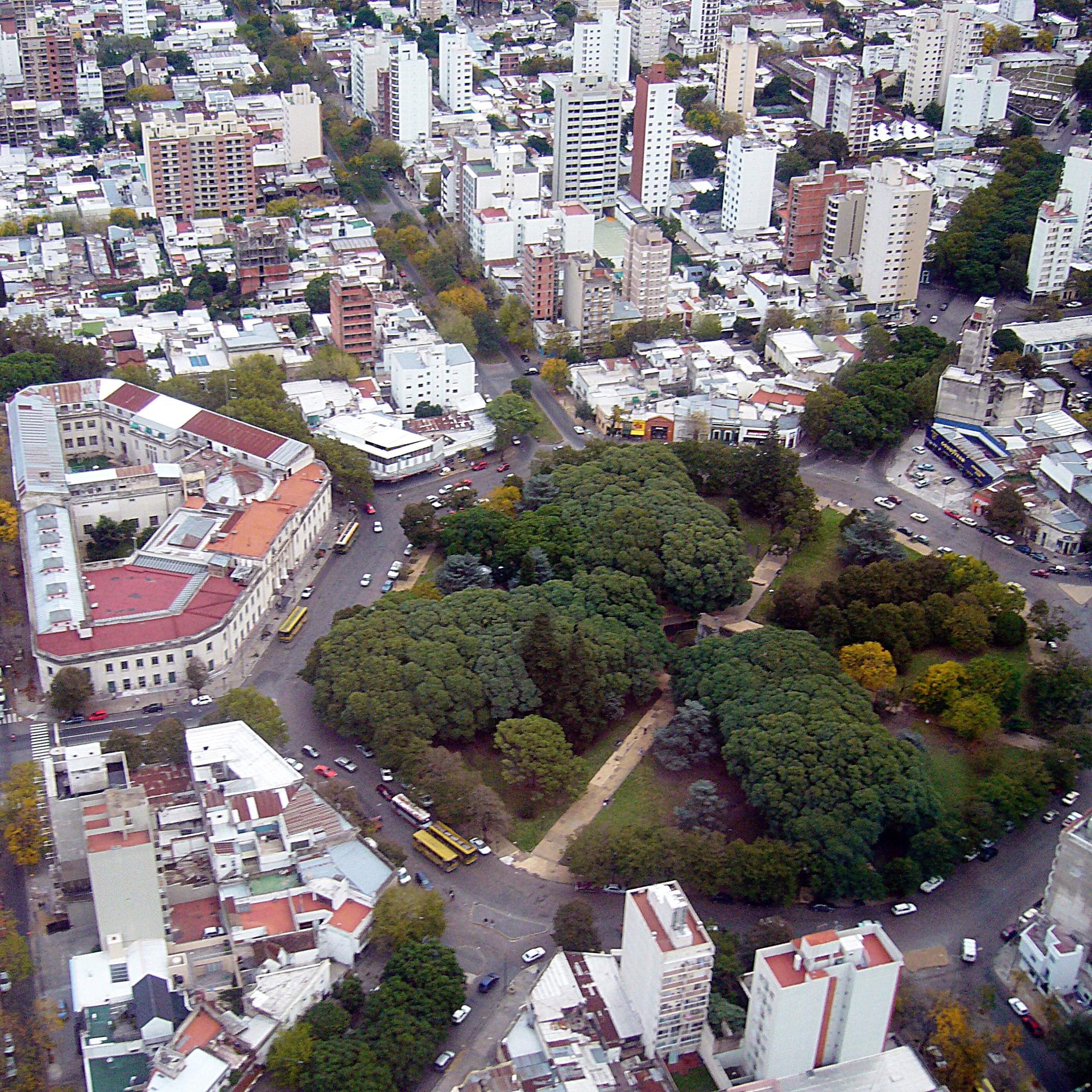 Vista aérea de la Plaza Dardo Rocha, La Plata, Buenos Aires, Argentina (Foto Rafael Estrella, CC BY-SA 2.0)
